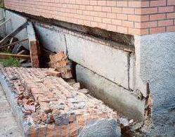 Когда ремонтировать фундамент дома