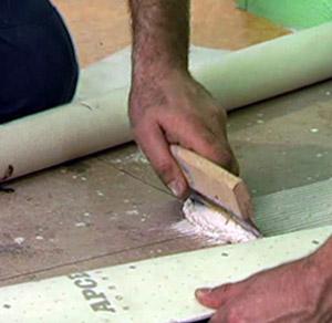 Правильно стелим линолиум на пол из бетона