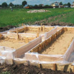 Когда и как снять строительную опалубку с фундамента
