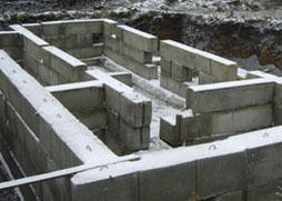 Блоки для укладки фундамента коттеджа