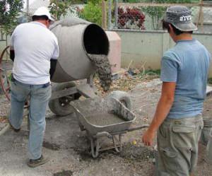 Изготовление и замес бетона в бетономешалке